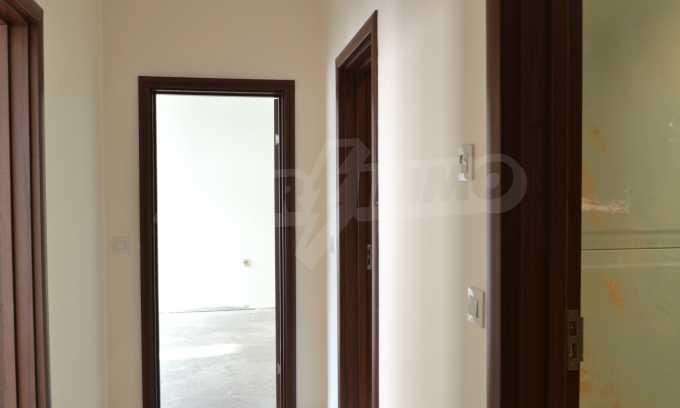 Breites 3-Raum-Apartment in der Gegend Ewksinograd 9
