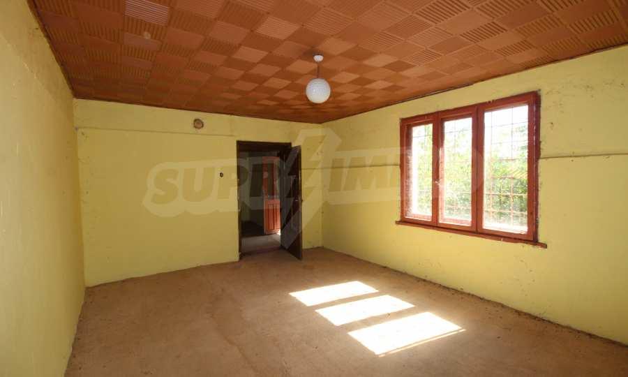 Zweistöckiges Haus mit Hof in einem Dorf, 9 km vom Fluss Donau entfernt 10