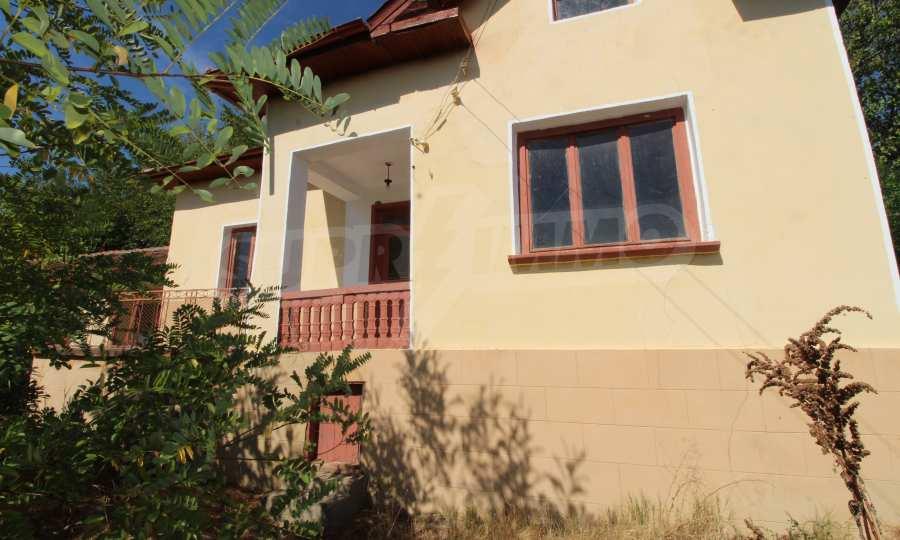 Zweistöckiges Haus mit Hof in einem Dorf, 9 km vom Fluss Donau entfernt 1
