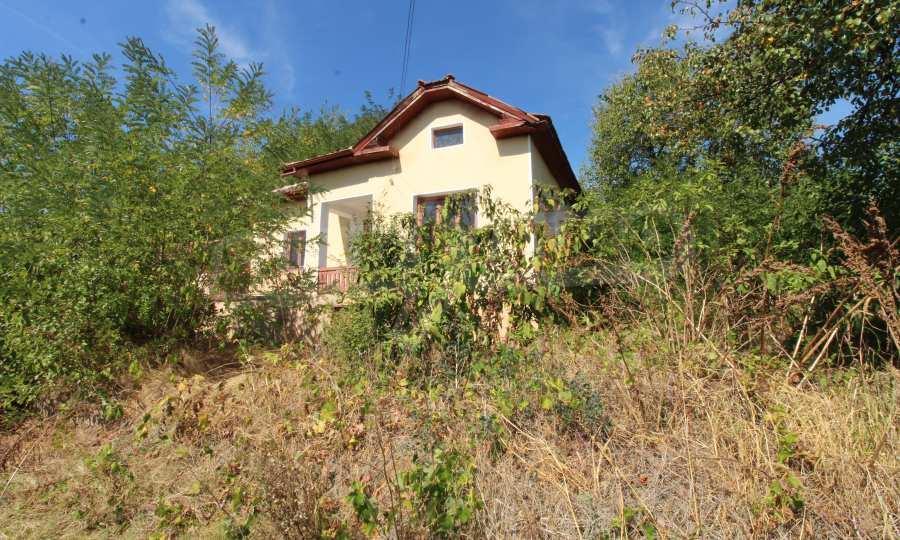 Zweistöckiges Haus mit Hof in einem Dorf, 9 km vom Fluss Donau entfernt 2