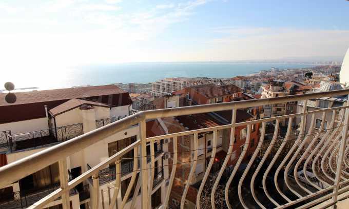 2-Raum-Dachwohnung mit Panoramablick über Meer in Sweti Wlas 1