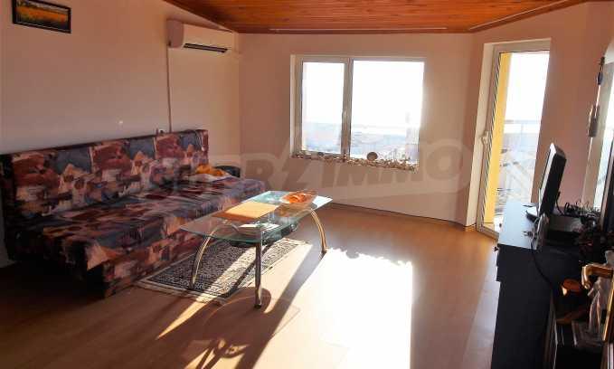 2-Raum-Dachwohnung mit Panoramablick über Meer in Sweti Wlas 2