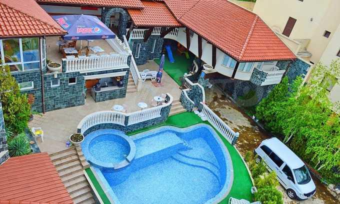 Familienhotel mit Aussichten auf Meer und Gebirge in Sveti Vlas 2