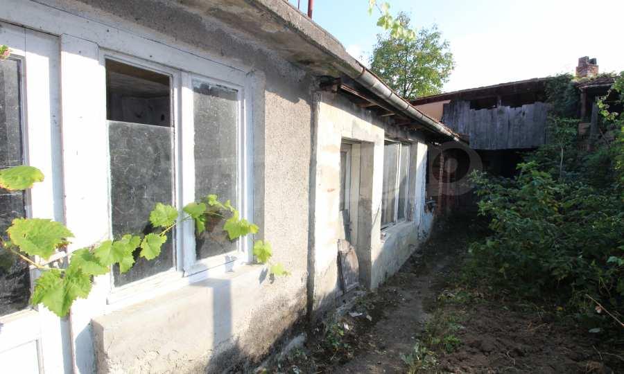 Massives dreistöskives Haus mit Garage in der Stadt Trojan 40