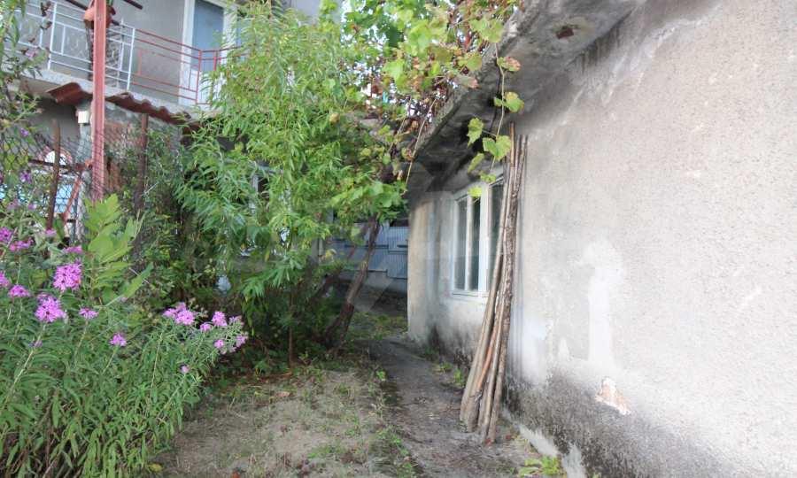 Massives dreistöskives Haus mit Garage in der Stadt Trojan 43