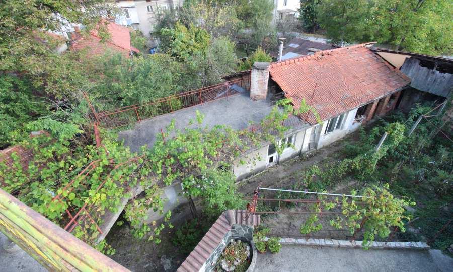 Massives dreistöskives Haus mit Garage in der Stadt Trojan 47