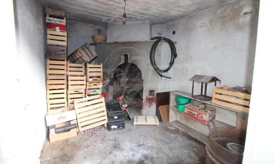 Massives dreistöskives Haus mit Garage in der Stadt Trojan 49