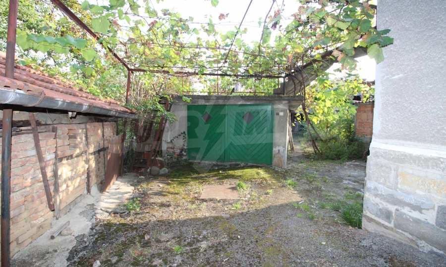 Massives dreistöskives Haus mit Garage in der Stadt Trojan 8