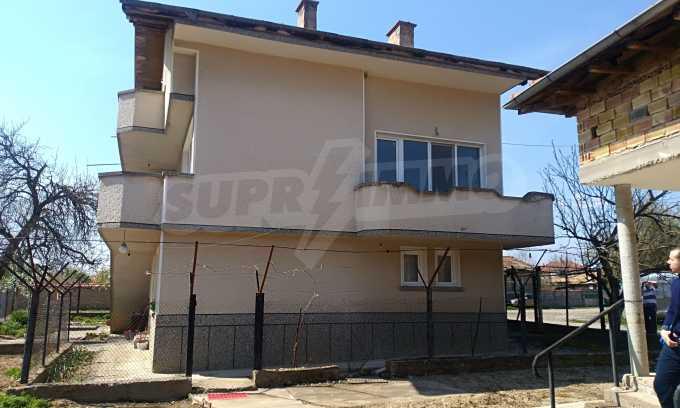 Massives dreistöckiges Haus mit Garage, das 27 km von Veliko Tarnovo entfernt ist 9