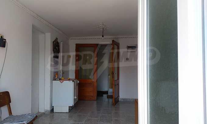 Massives dreistöckiges Haus mit Garage, das 27 km von Veliko Tarnovo entfernt ist 4