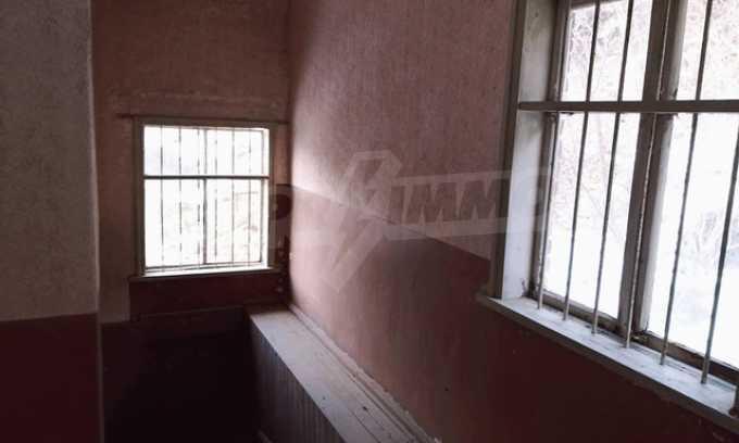 Von der Stadt Trjavna 9 km entferntes Haus mit Hof  10