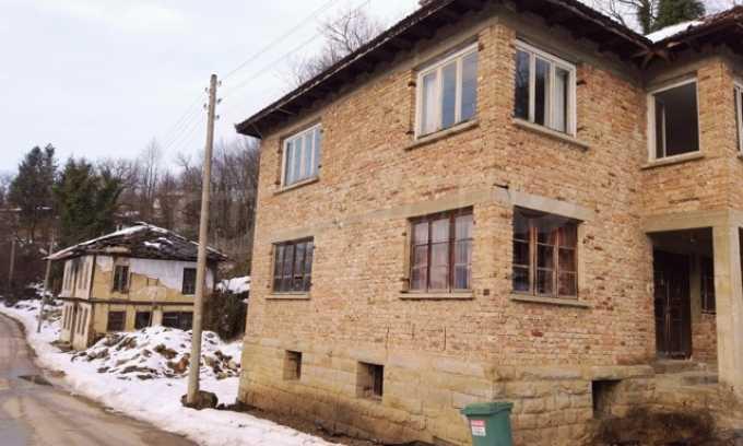 Von der Stadt Trjavna 9 km entferntes Haus mit Hof  15