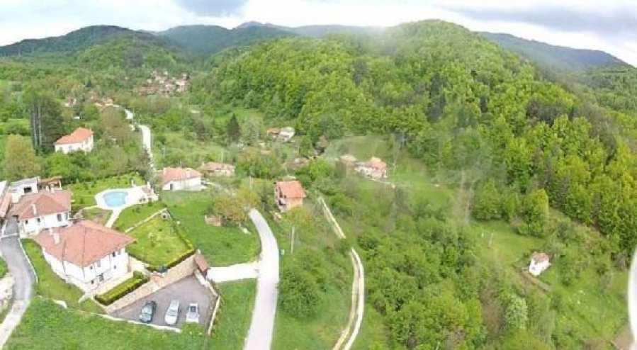 Von der Stadt Trjavna 9 km entferntes Haus mit Hof  2