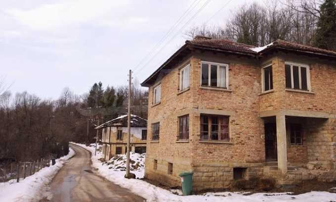 Von der Stadt Trjavna 9 km entferntes Haus mit Hof