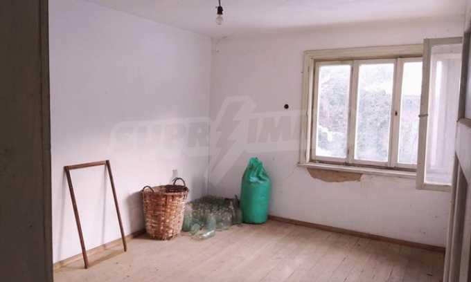 Von der Stadt Trjavna 9 km entferntes Haus mit Hof  5
