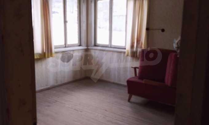 Von der Stadt Trjavna 9 km entferntes Haus mit Hof  8