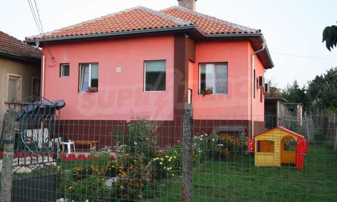 Renoviertes Haus mit einer bequemen Verteilung
