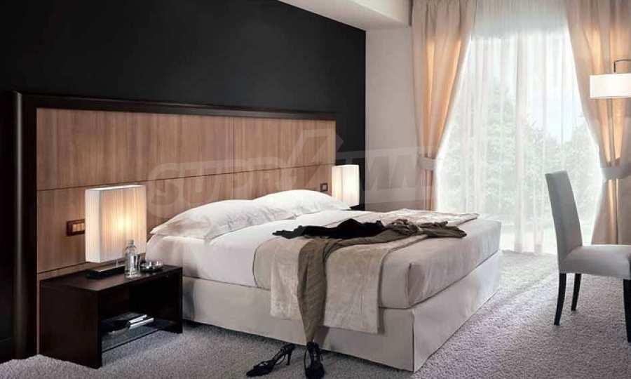 Слънчев и много топъл двустаен апартамент в луксозна сграда в кв. Левски 2