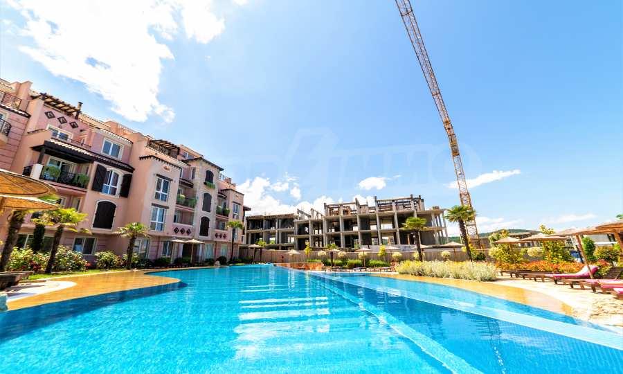 Тристаен апартамент в първокласен комплекс на първа линия на Каваците 5