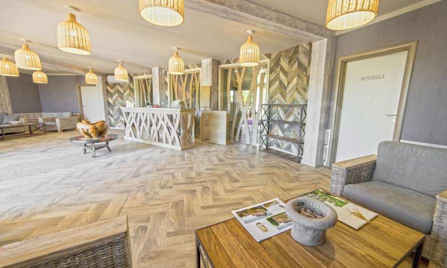 Тристаен апартамент в първокласен комплекс на първа линия на Каваците 14
