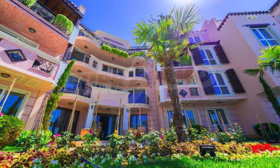 Тристаен апартамент в първокласен комплекс на първа линия на Каваците 25