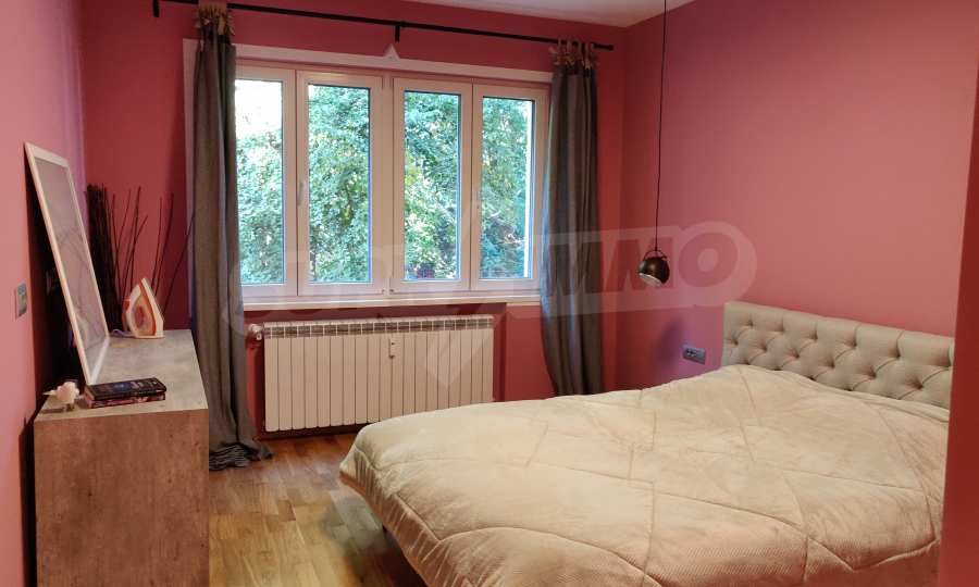 Трехкомнатная квартира в центре Софии 9