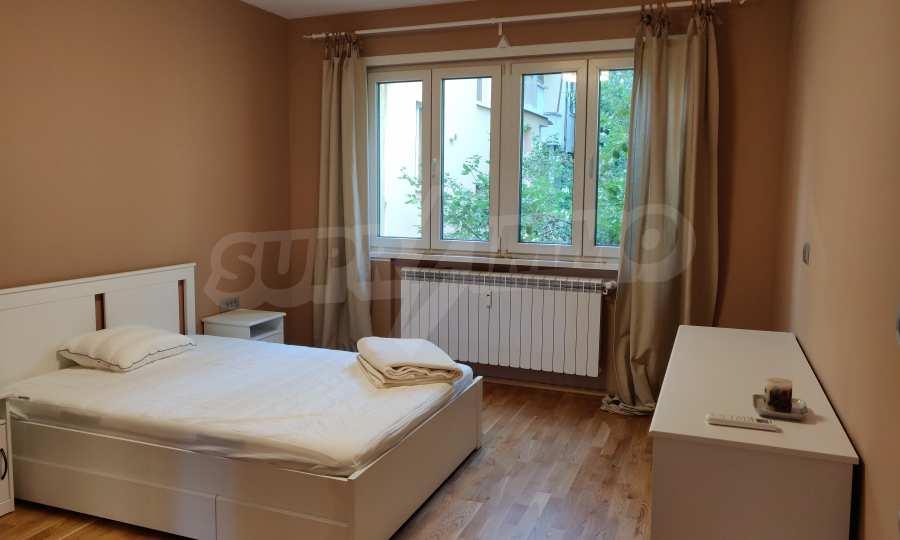 Трехкомнатная квартира в центре Софии 16