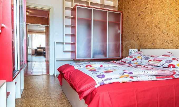Комфортен двустаен апартамент в кв. Лазур, до Руската гимназия 5