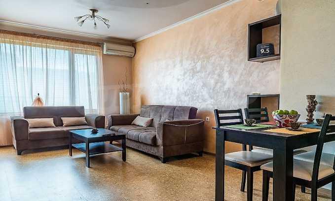 Комфортен двустаен апартамент в кв. Лазур, до Руската гимназия