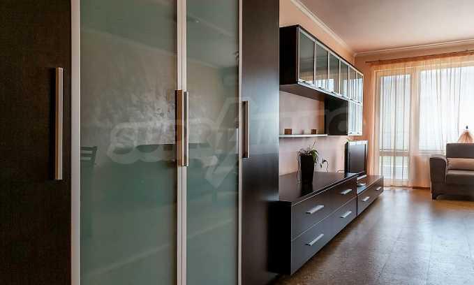 Комфортен двустаен апартамент в кв. Лазур, до Руската гимназия 4