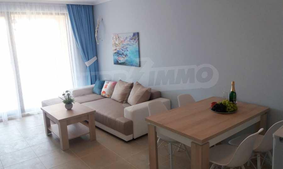2-Raum-Apartment in einer prestigeträchtigen Anlage beim Strand Kavatsi