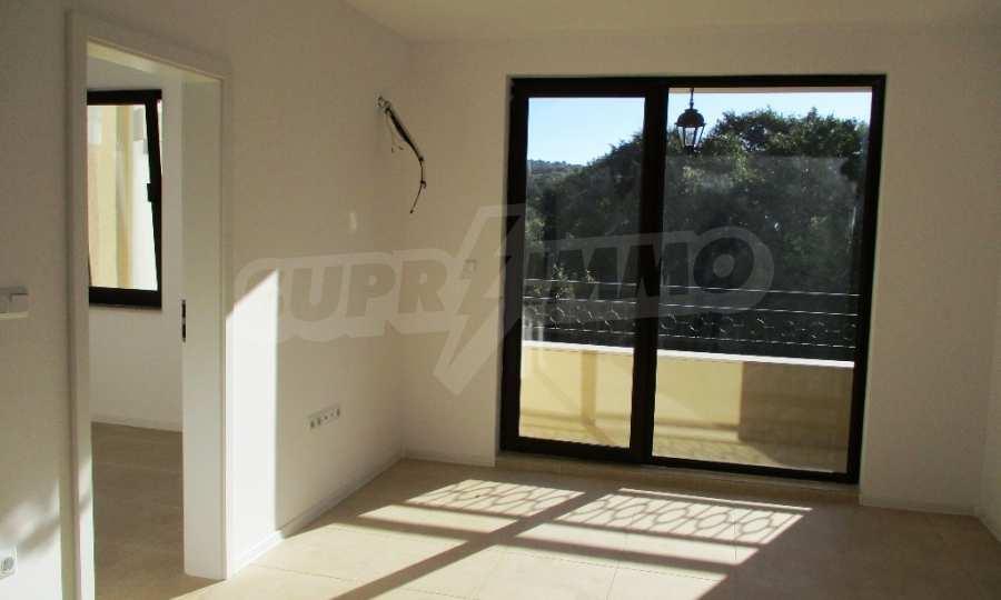 2-Raum-Apartment in einer prestigeträchtigen Anlage beim Strand Kavatsi 6