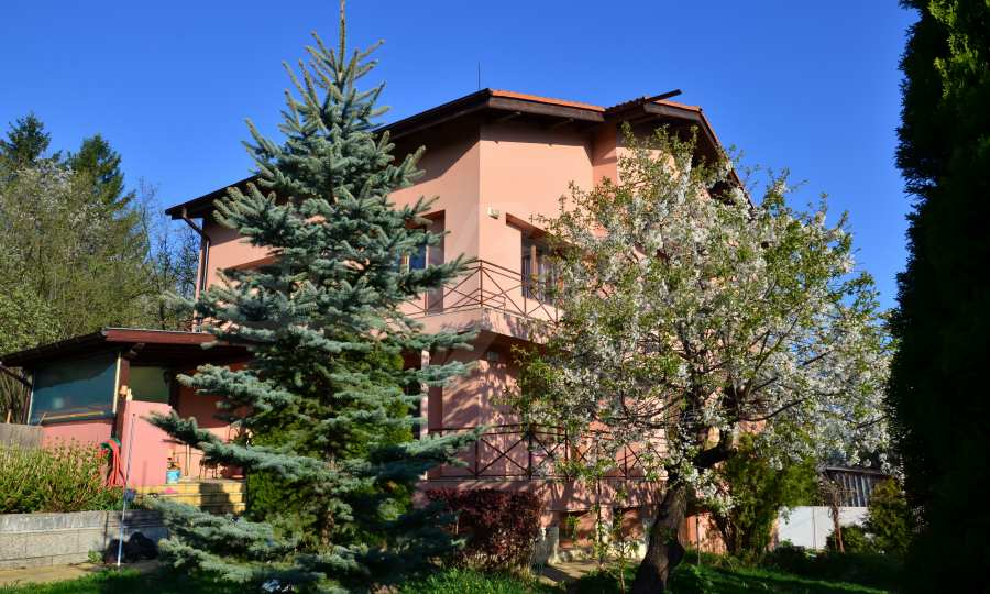 3-storey house with landscaped yard and mountain views in Kokalyane village near Sofia