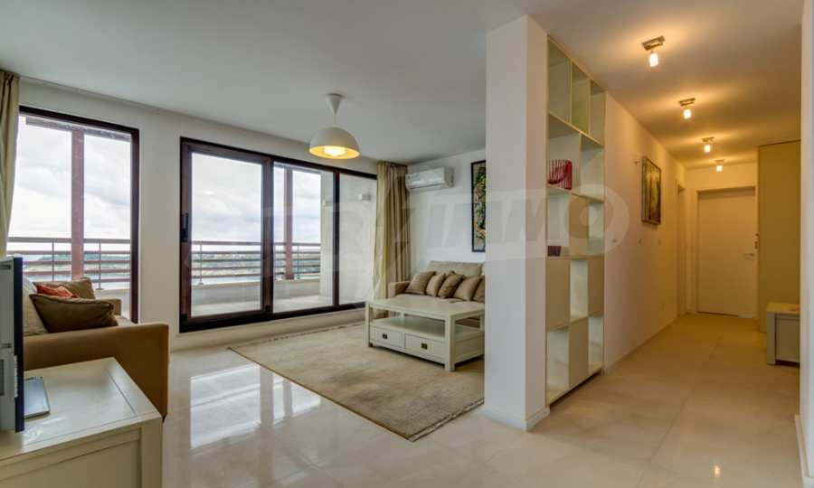 Two-bedroom apartment with sea views in Tsarevo resort 2