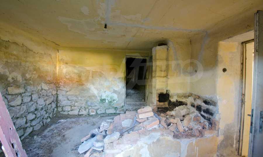 Сграда на бивше училище само на 6 км от град Габрово  12
