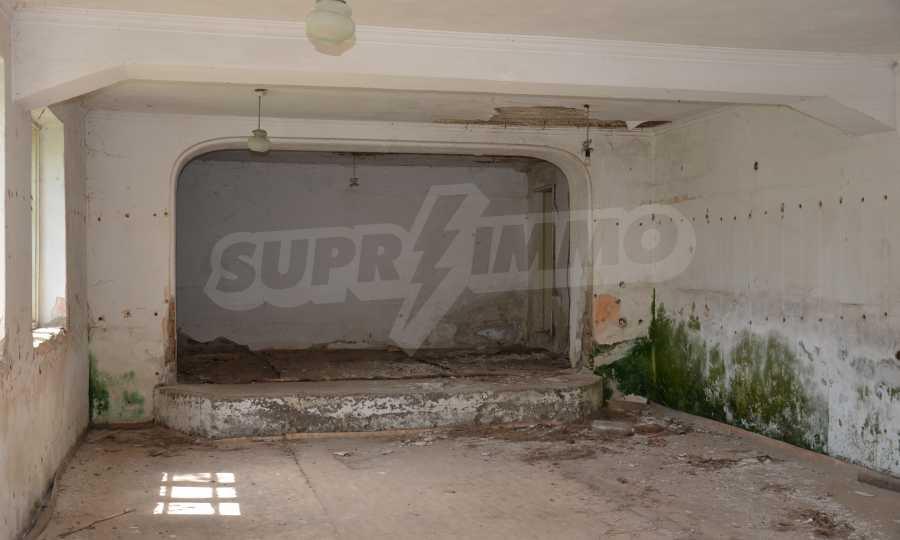 Сграда на бивше училище само на 6 км от град Габрово  14