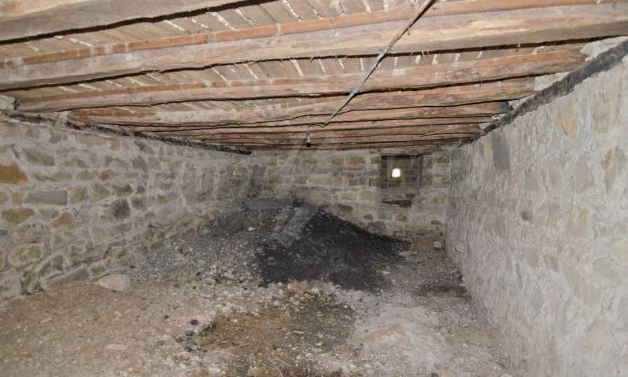 Сграда на бивше училище само на 6 км от град Габрово  15