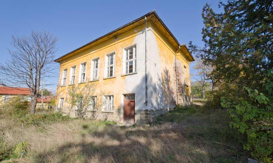Сграда на бивше училище само на 6 км от град Габрово  17