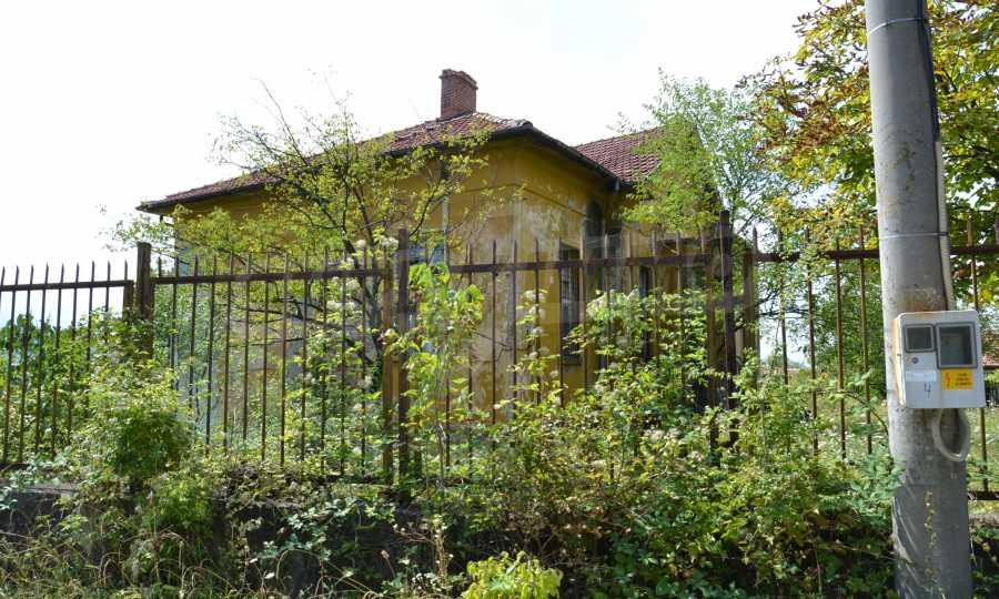 Сграда на бивше училище само на 6 км от град Габрово  18