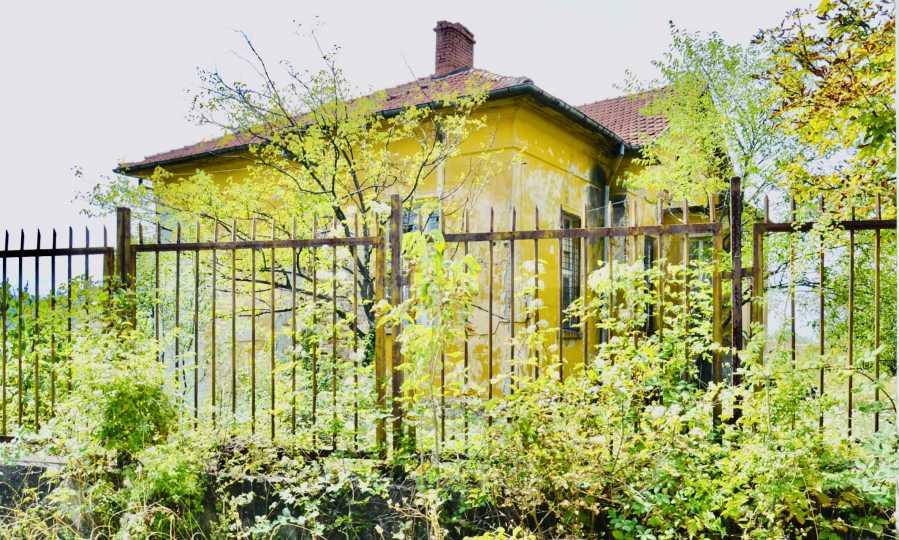 Сграда на бивше училище само на 6 км от град Габрово  4