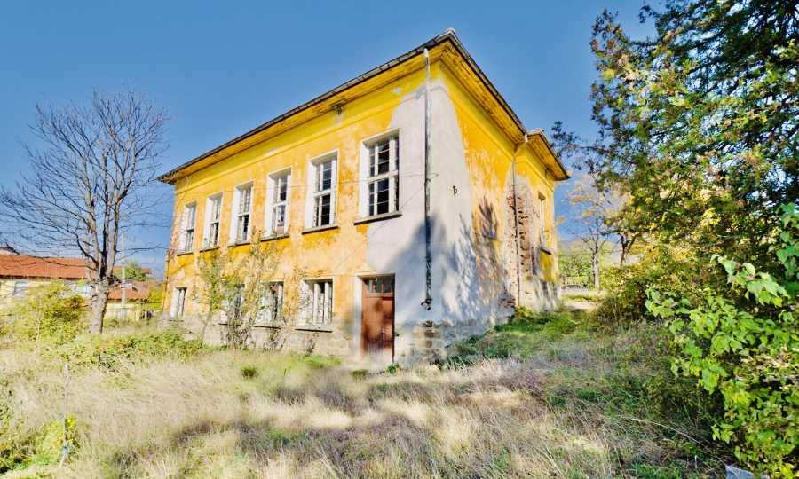 Сграда на бивше училище само на 6 км от град Габрово  5