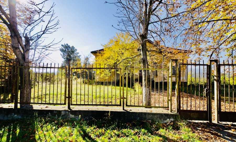 Сграда на бивше училище само на 6 км от град Габрово  6