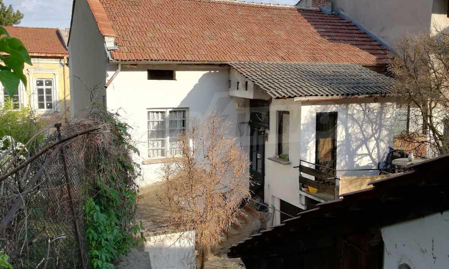 Автентична Възрожденска къща в центъра на град Дряново  1