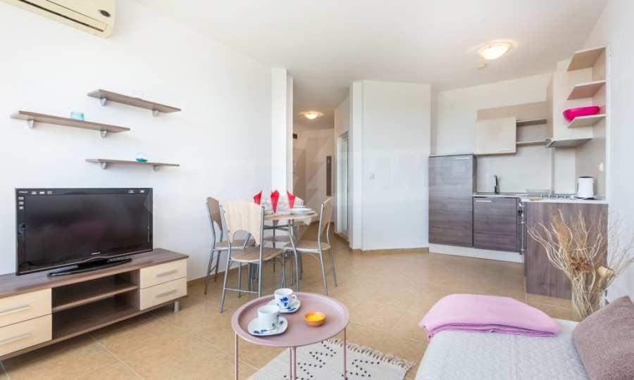 Отличен двустаен апартамент в комплекс до Равда и Ахелой
